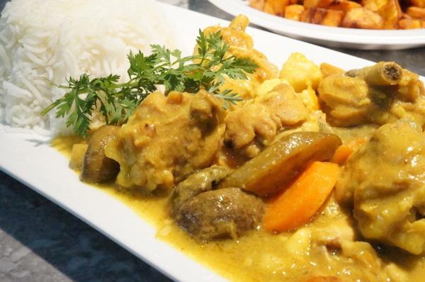 chicken-curry-sauce-Nigerian-_-9jafoodie-600x398