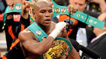 LAS VEGAS, NV - SEPTEMBER 17:  Floyd Mayweather Jr. celebrates his fourth-round knockout of Victor Ortiz to win the WBC welterweight title September 17, 2011 in Las Vegas, Nevada.  (Photo by Ethan Miller/Getty Images)