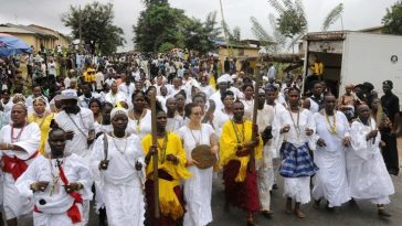 PIC 20.  OSUN OSOGBO WORSHIPPERS ON THEIR WAY TO THE GROOVE DURING THE OSUN OSOGBO FESTIVAL IN OSOGBO ON FRIDAY (26-8-11).