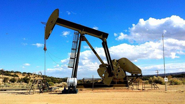 259087bc9893e118_640_oil-industry