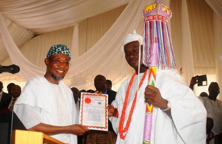 Ooni-of-Ife-Coronation-Ceremony-Governor-Rauf-Aregbesola-presents-staff-of-office-and-certificate-to-new-Ooni-Oba-Enitan-Adeyeye-Ogunwusi