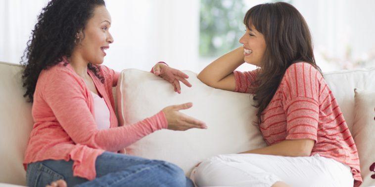 USA, New Jersey, Jersey City, Women chatting on sofa