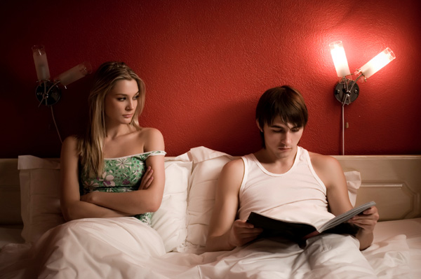 unfaithful-man-in-bed