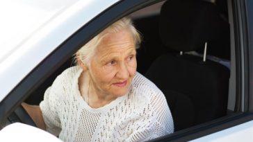driver+woman+older+senior