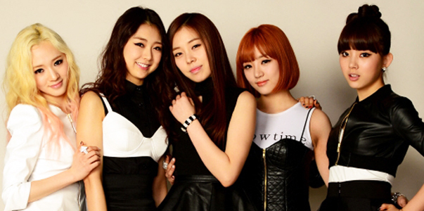 ladies-code-members-take-a-break-with-their-families