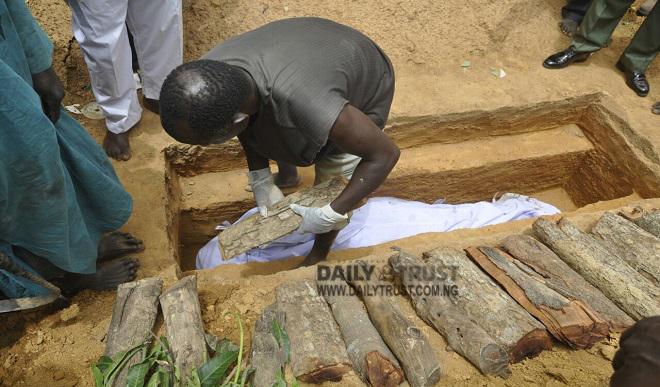 Dead-body-burial-of-slain-Army-Colonel-Samaila-Inusa1