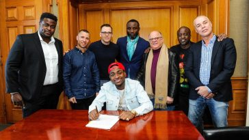 Sony Music Entertainment Sign Nigerian Musician Davido - Pictured (L to R): Adewale Adeleke, Chairman, HKN Records; Adam Granite, President, Northern & Eastern Europe and Africa, Sony Music International; Dusko Justic, Vice President, International Marketing, Sony Music International; Kamal Ajiboye, Manager for Davido; Joel Katz, Chairman Media & Entertainment, Greenberg Traurig; Efe Ogbeni, Executive Producer / Head A&R, Regime Music Societe; Sean Watson, Managing Director, Sony Music Africa - (Seated): David Adeleke aka Davido (Photo credit - Sony Music Entertainment) (PRNewsFoto/Sony Music Entertainment)