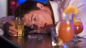 binge-drinking-_Monkey_Business_-_Fotolia_large