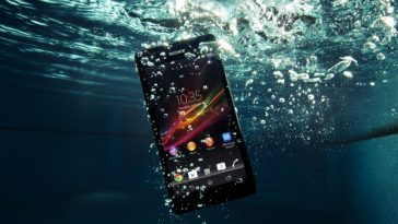 phone inside water