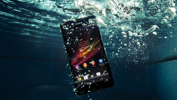 phone inside water