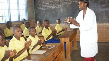 Liberian-teacher-and-students-in-a-classroom
