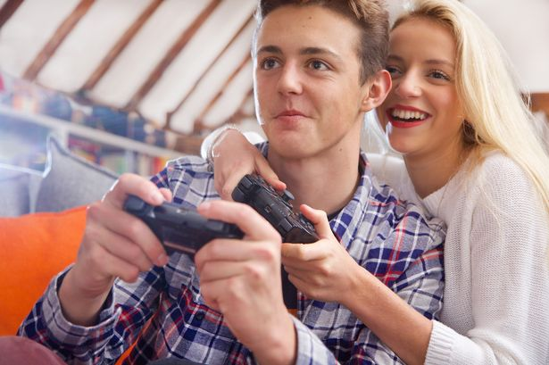 2 lovers playing game