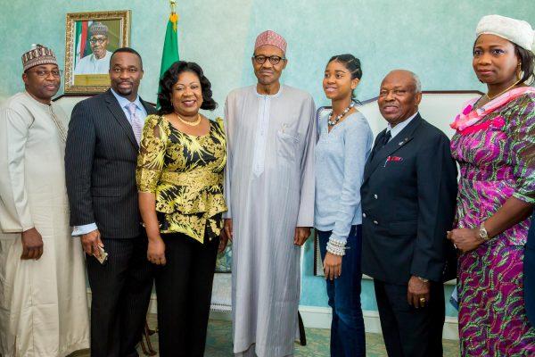 buhari-meets-nigerians-2