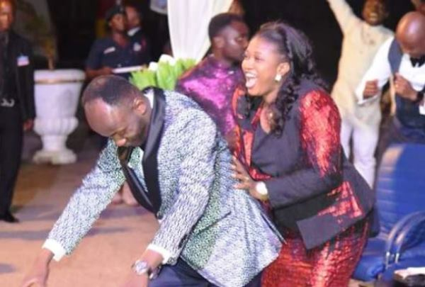 apostle-suleman-and-wife-dancing