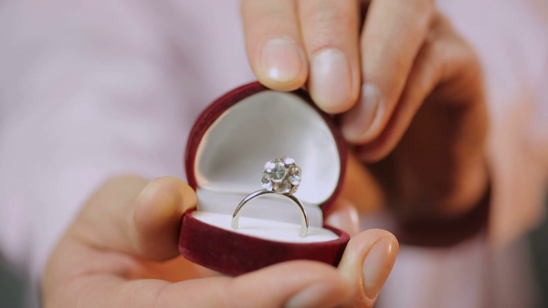 Here Are The 3 Signs He's Going To Propose Soon